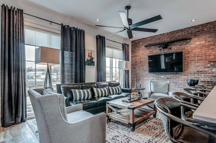 Ultra High End Home in Trendy Area--3BR/3.5BA