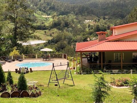 Villa Los Guayuyos; Un Paraíso  en la Montaña !