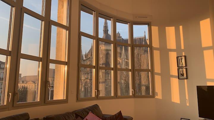 REIMS Loft: Unique view of the Cathedrale