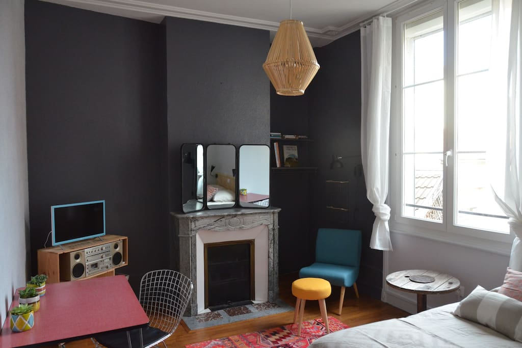 charming studio reims center apartments for rent in reims grand est france. Black Bedroom Furniture Sets. Home Design Ideas