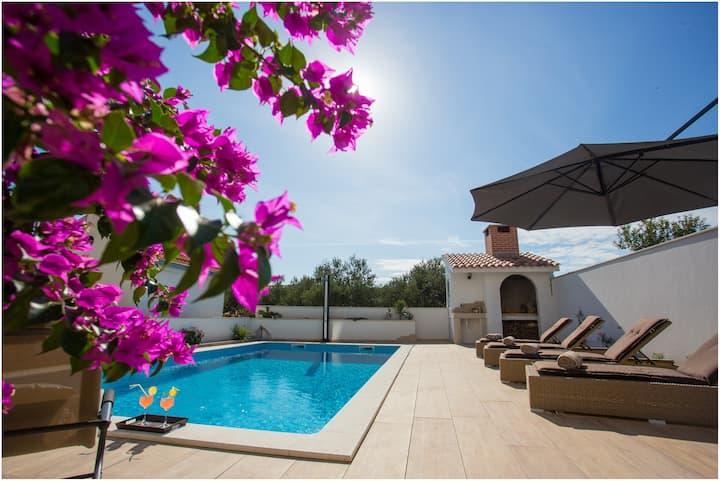 Villa Dalmare Split-  Heated,  Hydro-massage Pool