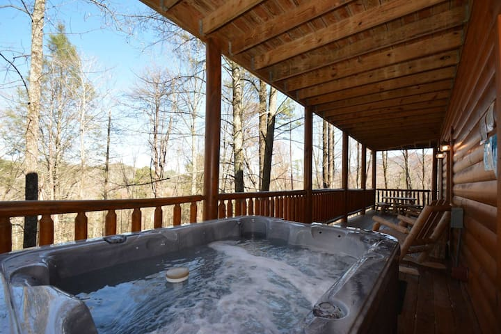 Beautiful Cabin w/ Winter Discounts up to 20%~Hidden Haven loaded w/amenities-hot tub-game room, etc