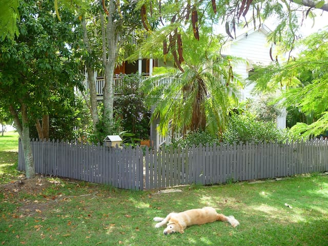 Your Sanctuary in Manly (Lota) - Lota - House