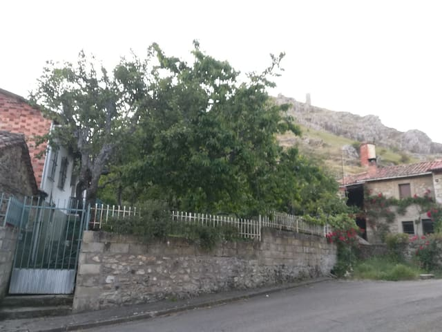 Una casa en la montaña de León