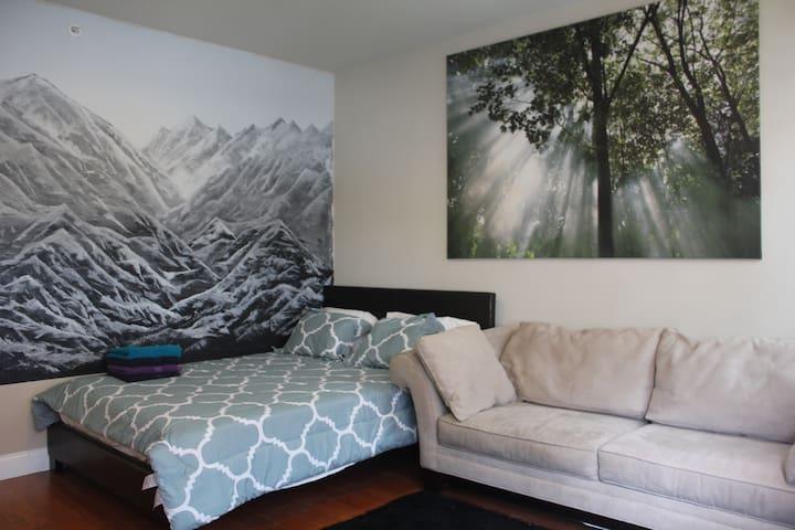 Top Floor Suite in Heart of Philly, Center City