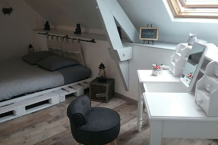 "Chambre 28m2 ""Coquelicot"" bed & breakfast"