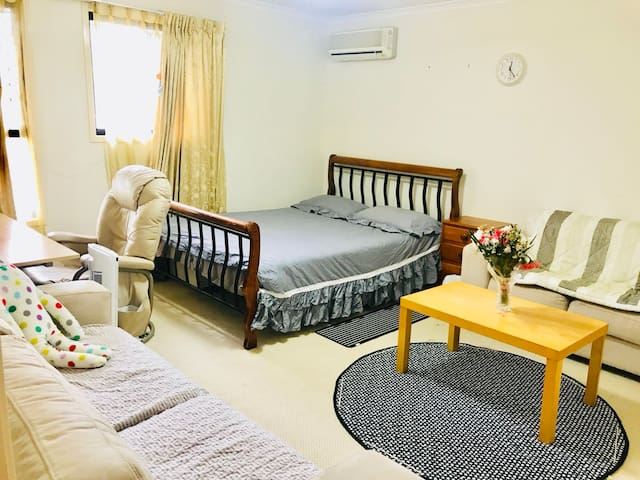 Air con Room Sunnybank 4 mins to Market Square
