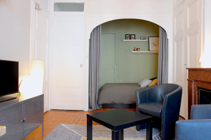 Cozy room with a private living room, next metro