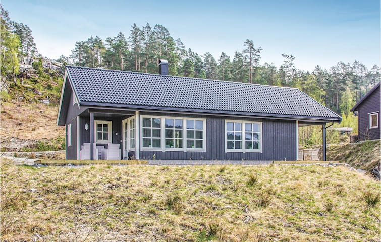 Holiday cottage with 3 bedrooms on 90m² in Tørvikbygd