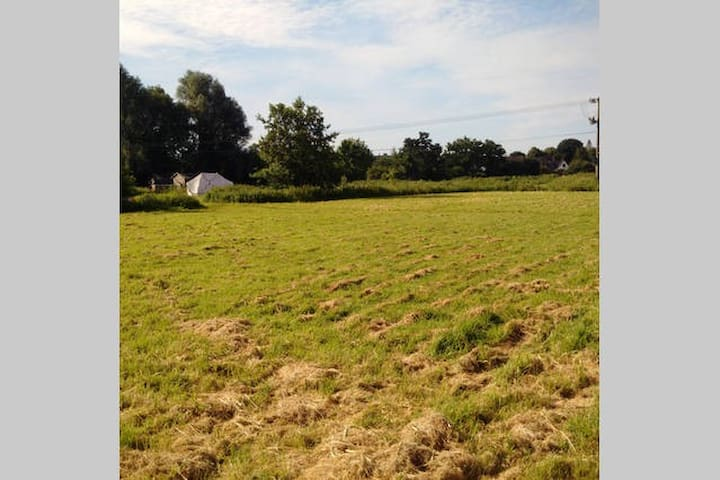 Camping at 'Loddon Mill Arts'  - Site 1 - Loddon - Khemah