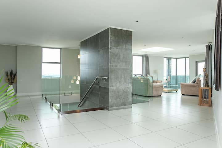 Exceptional Penthouse 4 Bedroom Suite Apartment