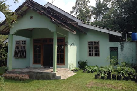 Khatulistiwa House, a guest house with nature