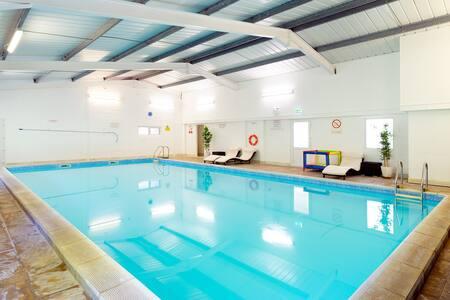 Bramblewood Cottage with Pool, Play Area & Garden - Poughill - Ferienunterkunft