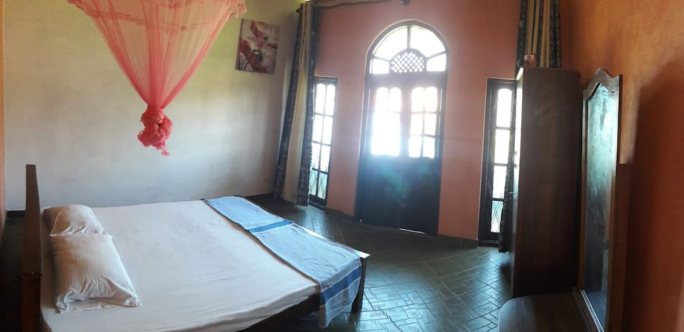 Lilly Palace - Double Room with Private Balcony - Negombo - Lejlighed