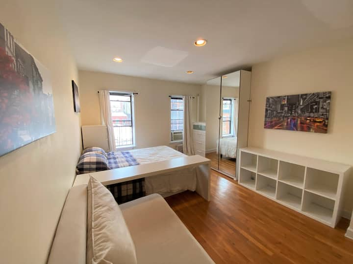 Studio apt in the heart of East Village