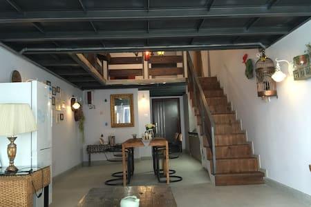 浪漫全满屋,情侣套房loft工业风(二层),长隆北门,步行3分钟到长隆度假区 - Pis