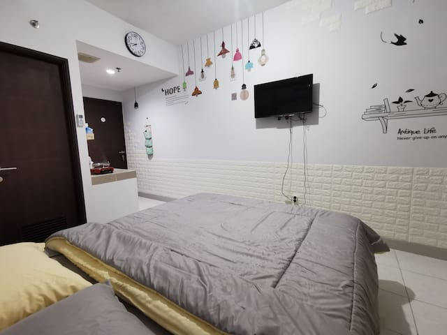 Homey Studio Room Near Central Leather Handicraft