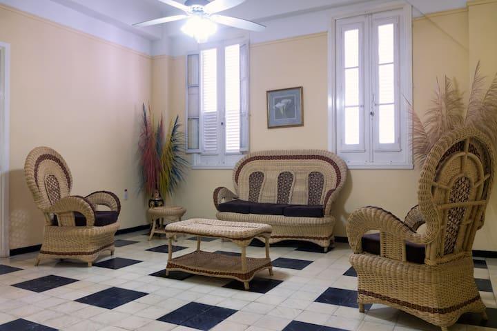 Spacious & Bright 2 bedroom flat in Galiano street