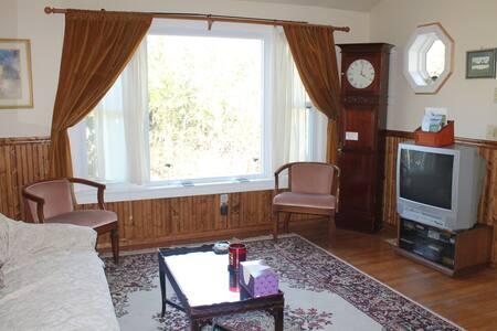 3 Bed, Beautiful & Convenient Ranch - South Burlington