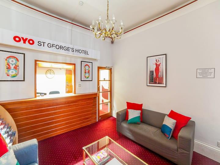 Standard Twin Room in OYO St George Hotel