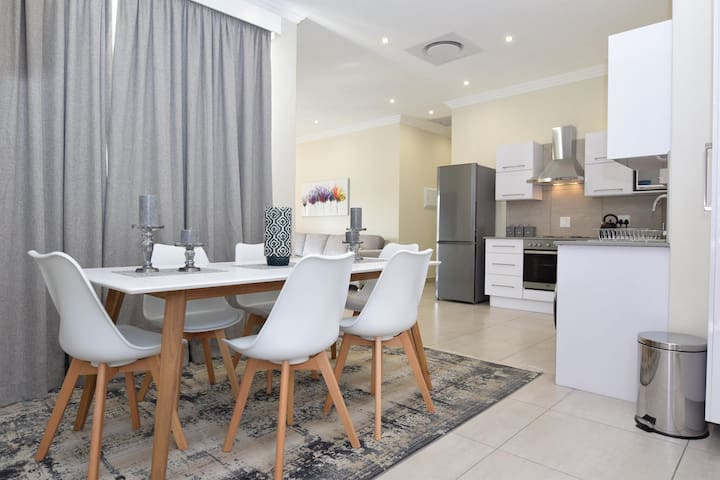 ElRidge Living A5 3 bed Apartment 10min to airport