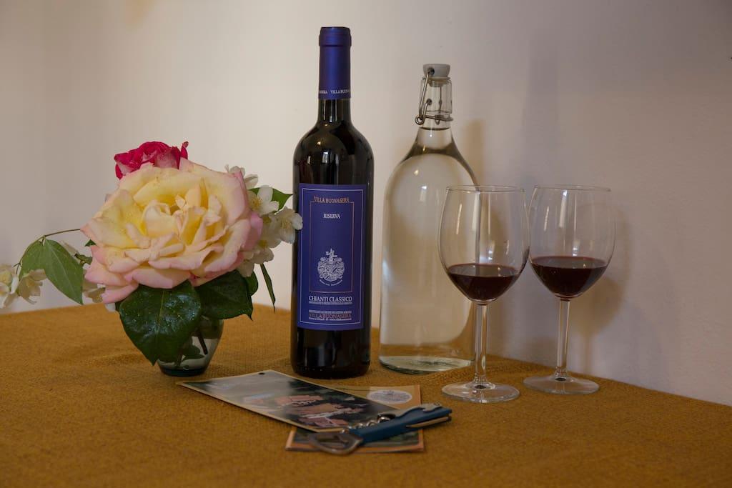 eine Flasche Wasser und unser Chianti Classico Riserva zur Begrüßung