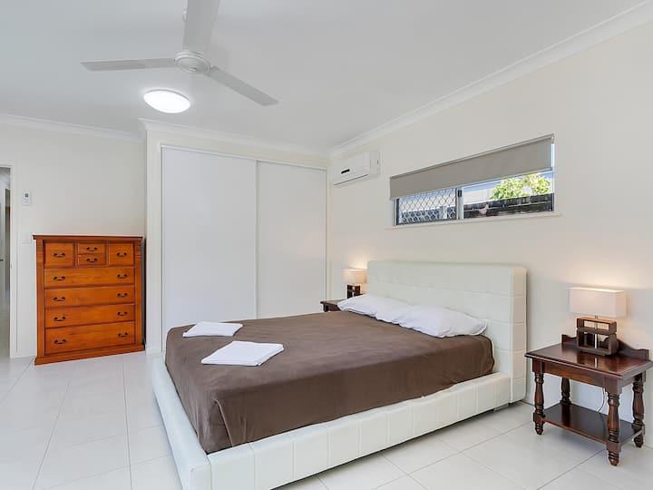 Connemara 5 bedroom Holiday house, Big pool