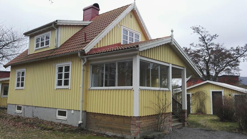 Mysig villa nära golf strand o stad - Falkenberg, Hallands län, SE - House