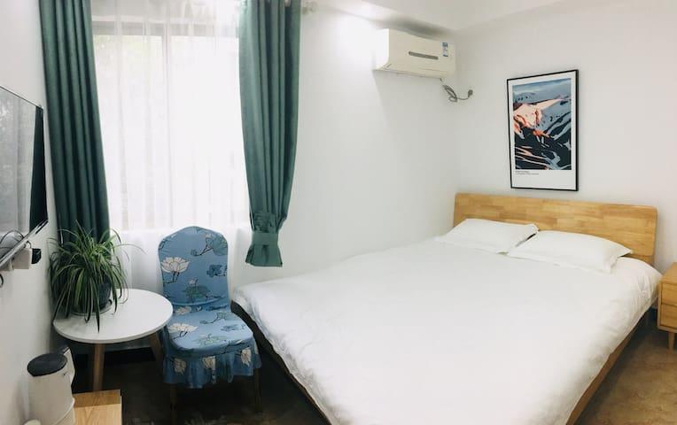 杭州西湖徐小姐的窝.大床房(2楼)