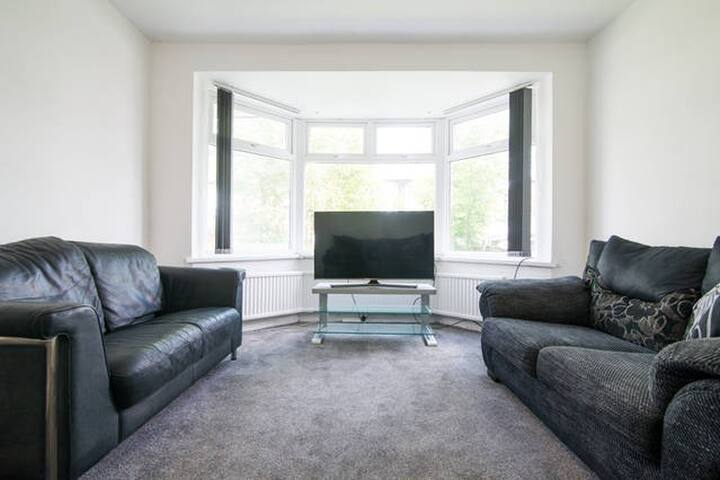Large 4 Bed House near City Centre