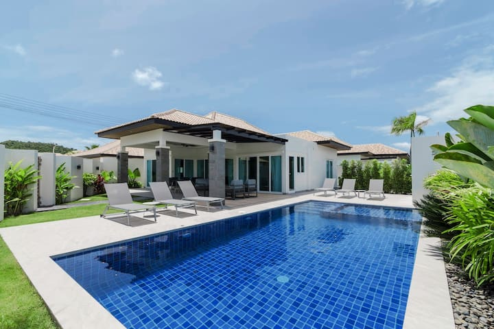 Stunning private villa with swimming pool 405