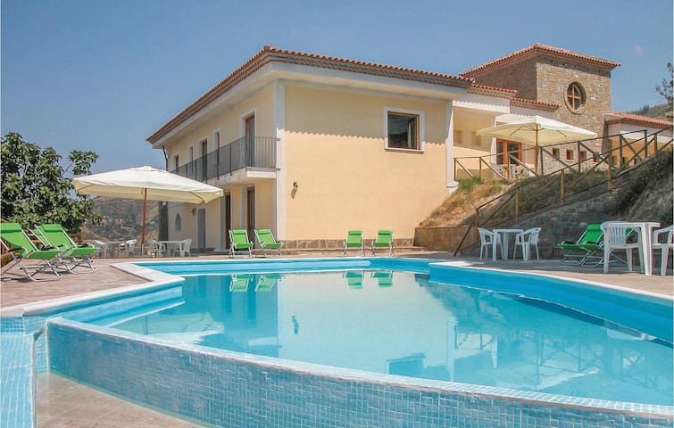 Holiday cottage with 10 bedrooms on 700m² in Montecorice SA