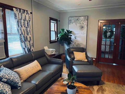 Cheerful 2 Bedroom home in the Hudson Valley.