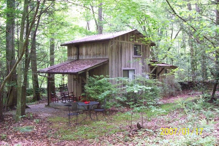 Honeymoon Woods Cabin Sanitized, secluded, private