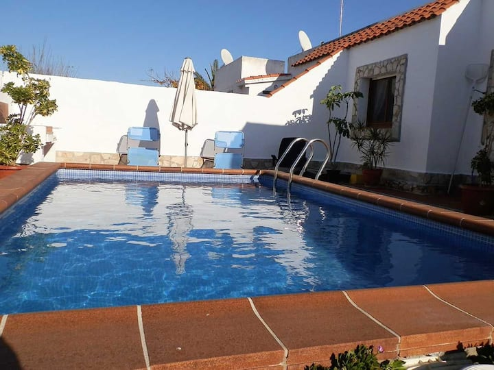 CASA VIQUISINA,Ideal house for your holidays near the sea, free wifi, air conditioning, private pool, pets allowed, dog's beach.