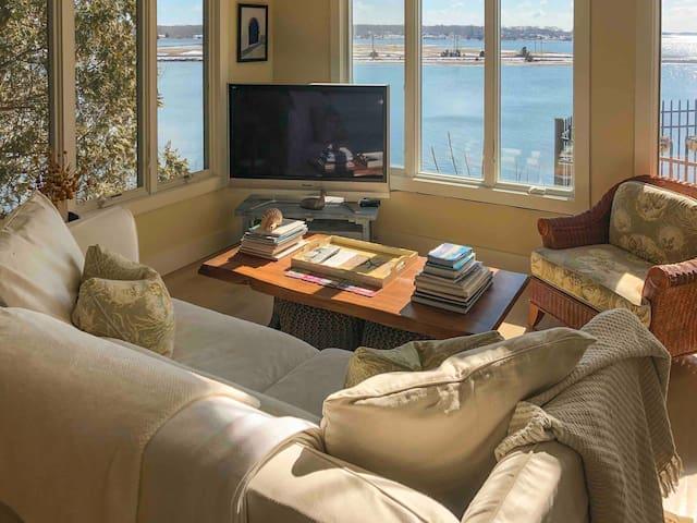 Gorgeous Waterfront Getaway