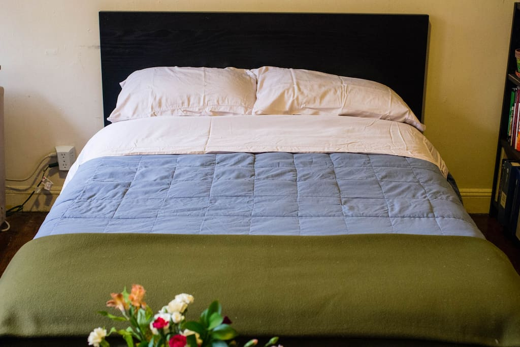 Nice cozy mattress, pillows and blankets. Only fresh linen and towels.