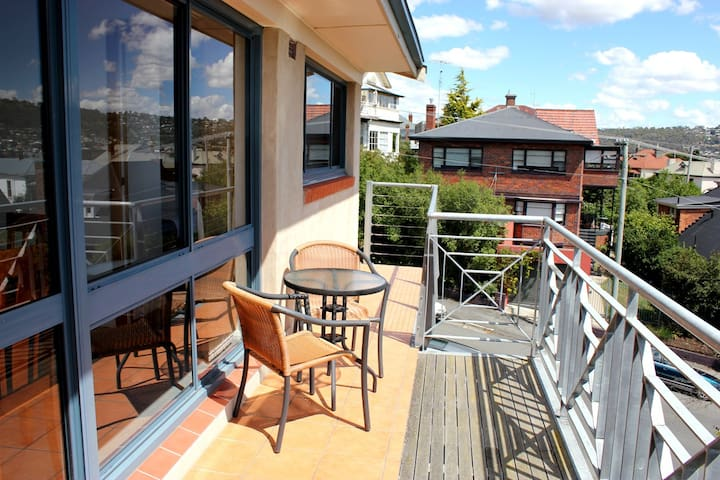 96 on Arthur Apartments - East Launceston - Apartment