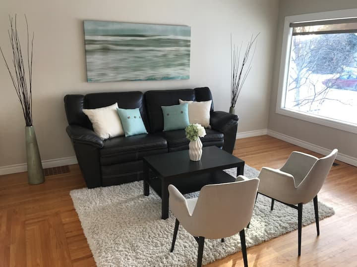 2 Beds- 10 min Downtown -1 Block to River Valley