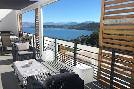 Loft toit terrasse vue mer Piscine privée chauff.