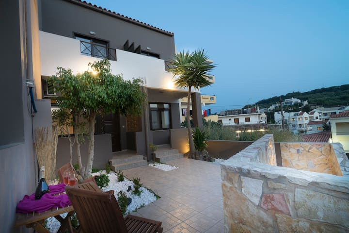 Astrea Suites1 5mins walk to beach with pool