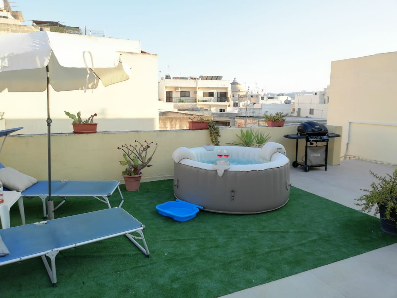 Enjoy the private terrace with Mosta Badilica dome views and a Jacuzzi  where to relax or sip a glass of wine.