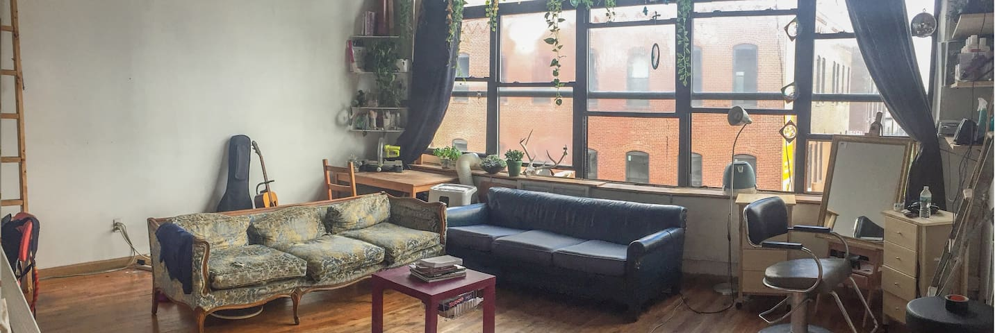 Private Room in Bushwick Loft