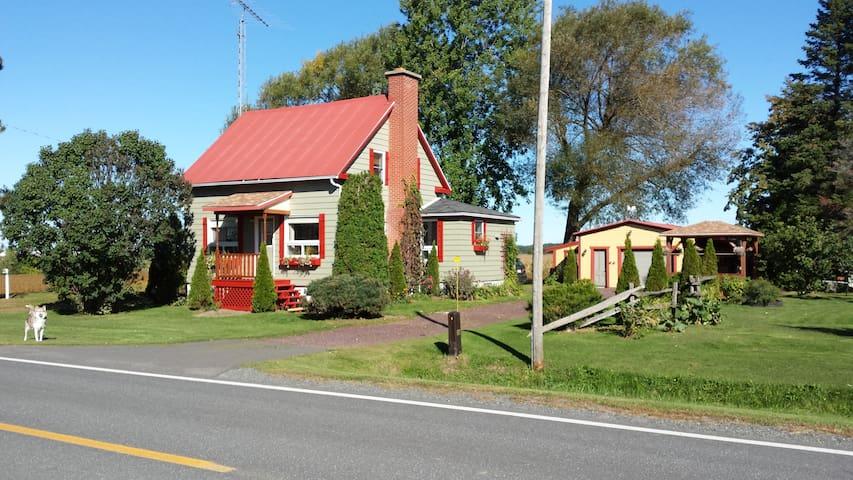 Maison de campagne a une heure de montr al case in - Heure canada quebec ...
