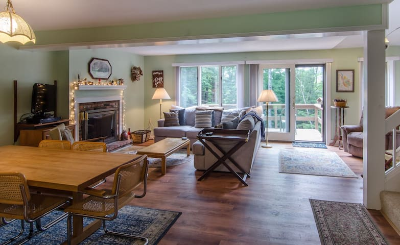New to Air BnB 3 Bedroom Quechee Saltbox Condo