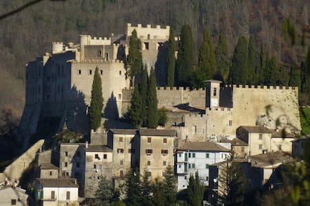 Living in a Renaissance Castle - Rocca Sinibalda - Замок