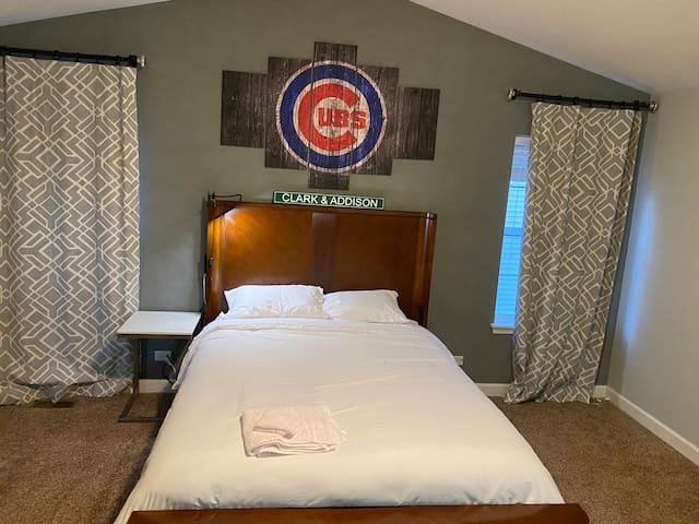 Chicago Cubs Space (w Private Bath)  Sleeps 5+
