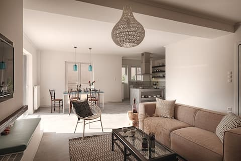 Spacious and stylish apartment with a great view!