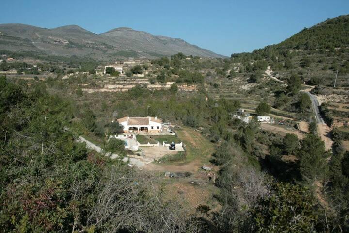 Vista  casa desde montaña