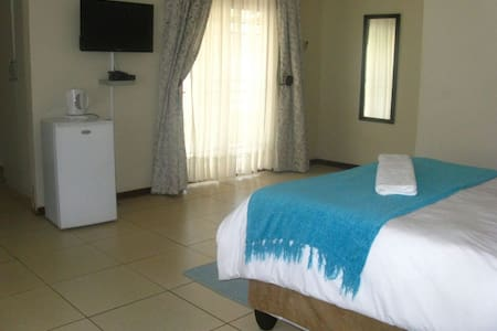 Double room at Twin Rose Garden B&B - Room 4 - Gaborone